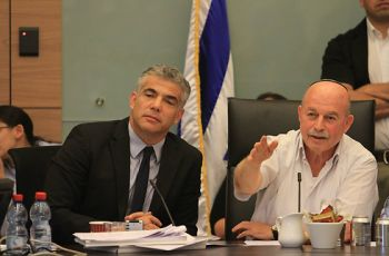 Former finance minister Yair Lapid with MK Nissan Smolianski at Knesset's Finance Committee (Photo: Gil Yohanan)